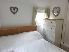 Poppit Sands Holiday Cottage